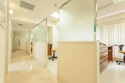 診療室への廊下